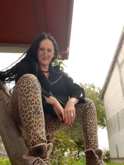 Lorene Mackey - Escort Girl from Naperville Illinois