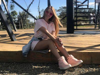 Lynda Prouty - Escort Girl from Naperville Illinois