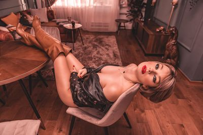 Alma East - Escort Girl from Scottsdale Arizona