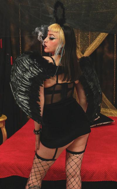 Minnie Loera - Escort Girl from Huntington Beach California