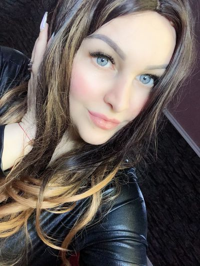 Britney Evie - Escort Girl from Joliet Illinois