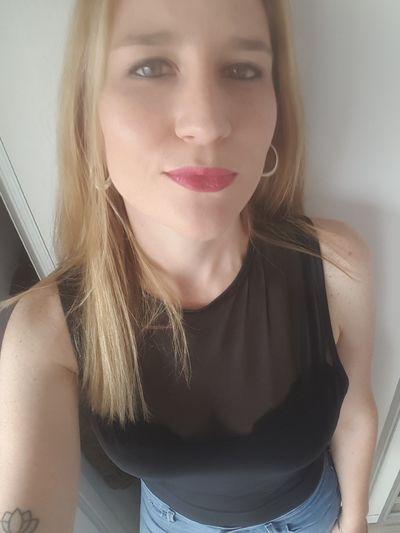 DINA Carline - Escort Girl from North Charleston South Carolina