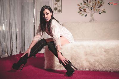 Elektra Jade - Escort Girl from Warren Michigan