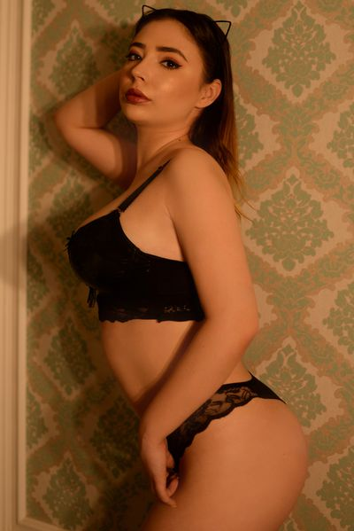 Ema Swam - Escort Girl from Naperville Illinois
