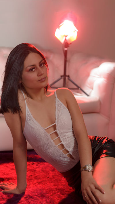 Sasha Jenner - Escort Girl from Naperville Illinois