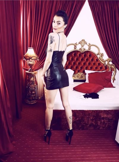 Sienna Grey - Escort Girl from Moreno Valley California